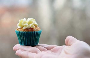 How To Frost Cupcakes Without A Tip